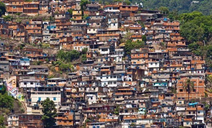 Il villaggio e la favelas: nuove metafisiche urbane